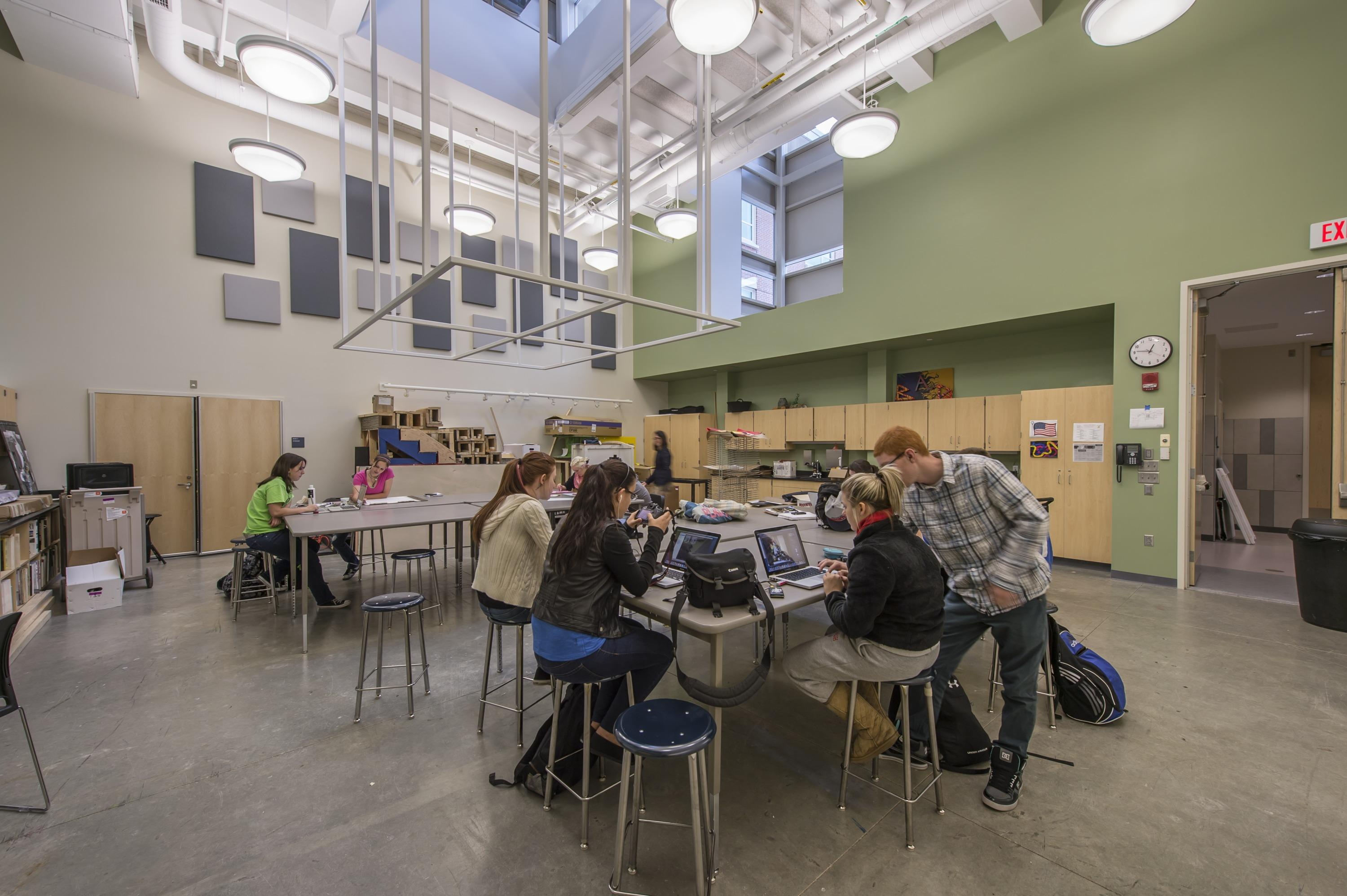 Students in new lab at Tewksbury High School